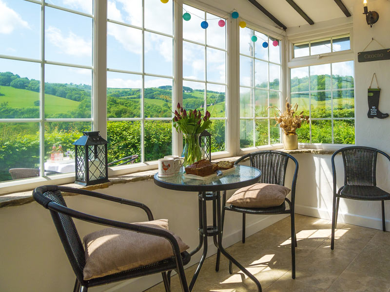 Wern Cottage - Sleeps 6+2, dog friendly self-catering